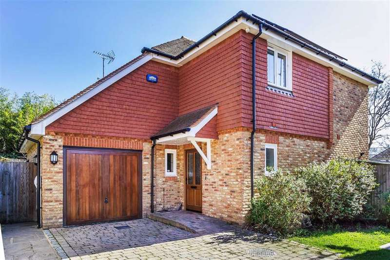 4 Bedrooms Detached House for sale in Churchill Gardens, Oxted, Surrey