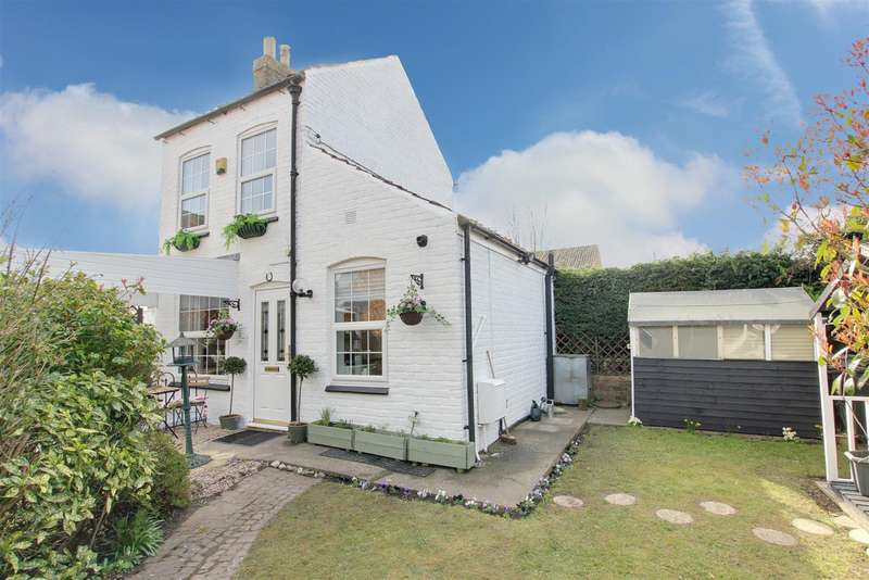 2 Bedrooms Detached House for sale in South Market Place, Alford