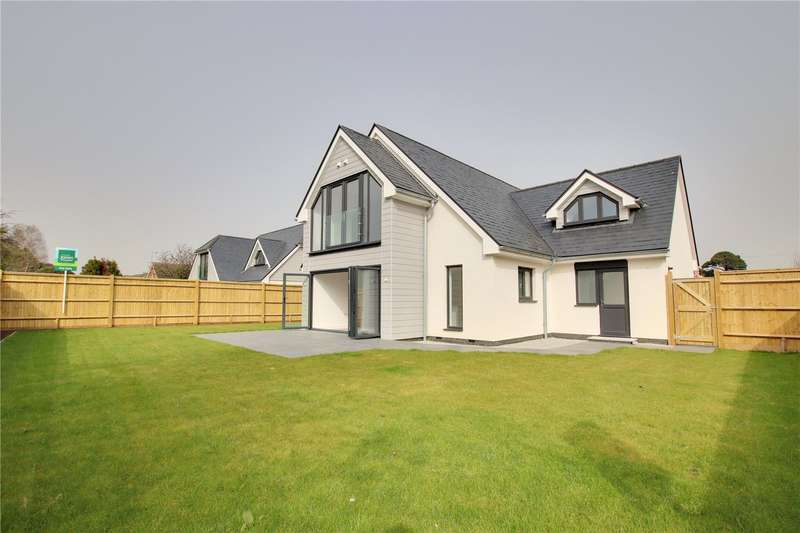 4 Bedrooms Detached House for sale in Sea Lane, Ferring, BN12