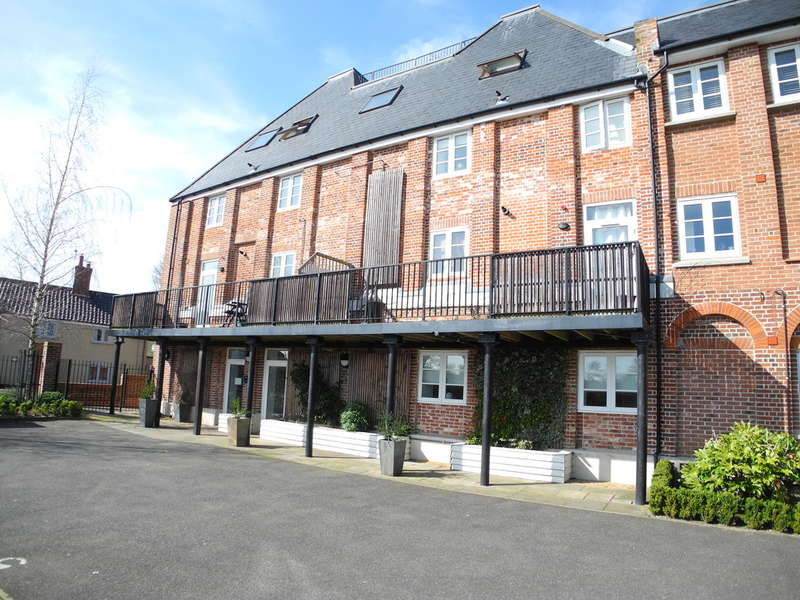2 Bedrooms Ground Flat for sale in Pirnhow Street, Ditchingham