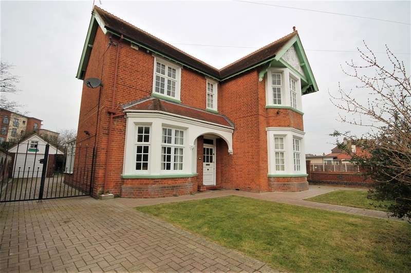 5 Bedrooms Detached House for sale in Holland Road, East Clacton