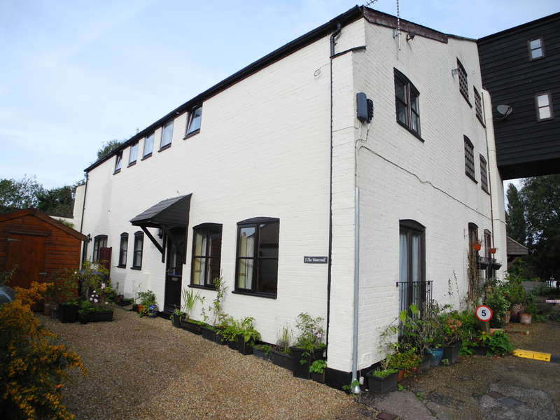 3 Bedrooms Semi Detached House for sale in Staithe Road, Bungay