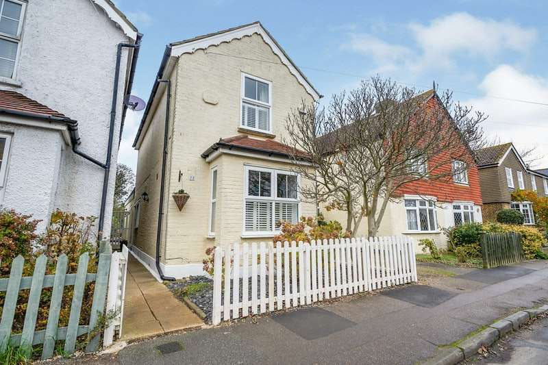 3 Bedrooms Detached House for sale in Rooksmead Road, Sunbury-on-Thames, Surrey, TW16
