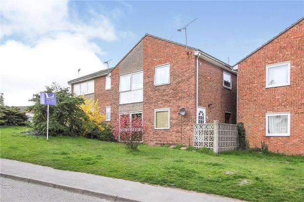 2 Bedrooms Maisonette Flat for sale in Knowles Close, Halstead, Essex