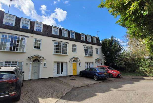 4 Bedrooms Terraced House for sale in Broad Oak Court, Lillington Avenue, Leamington Spa