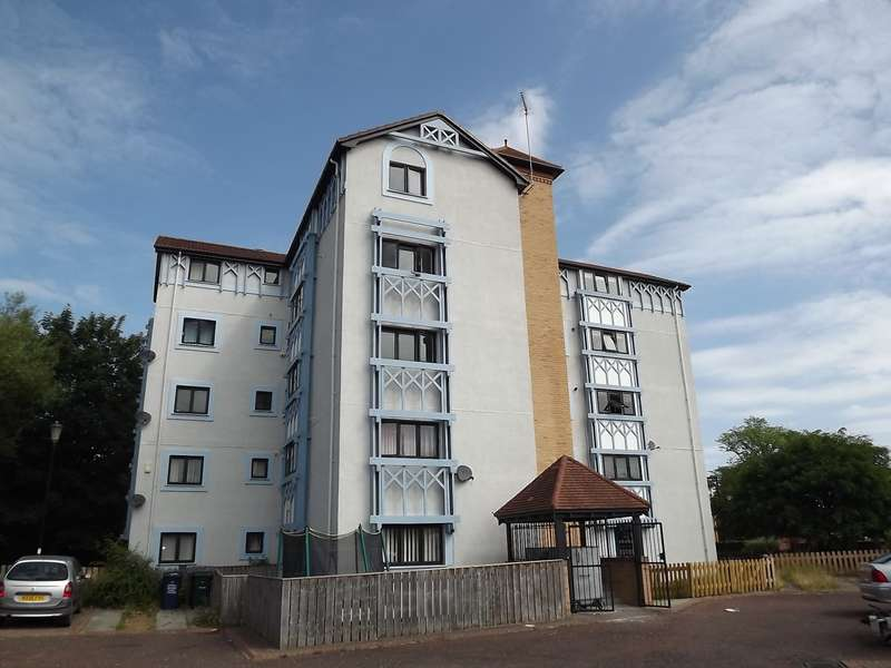 3 Bedrooms Apartment Flat for rent in Horsley Court, Fawdon