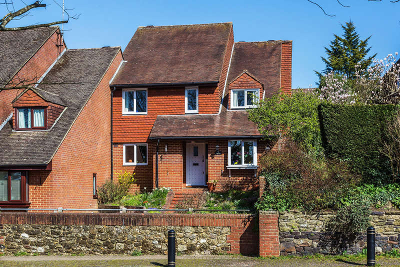 4 Bedrooms End Of Terrace House for sale in High Street, Oxted