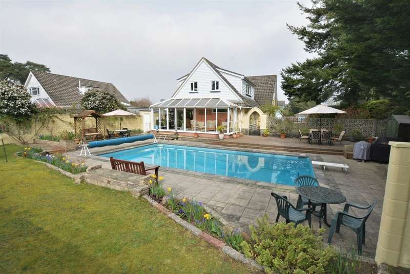 4 Bedrooms Chalet House for sale in Old Pines Close, Ferndown