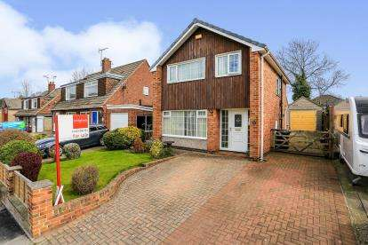 3 Bedrooms Detached House for sale in Woodpark Avenue, Knaresborough, North Yorkshire, Na
