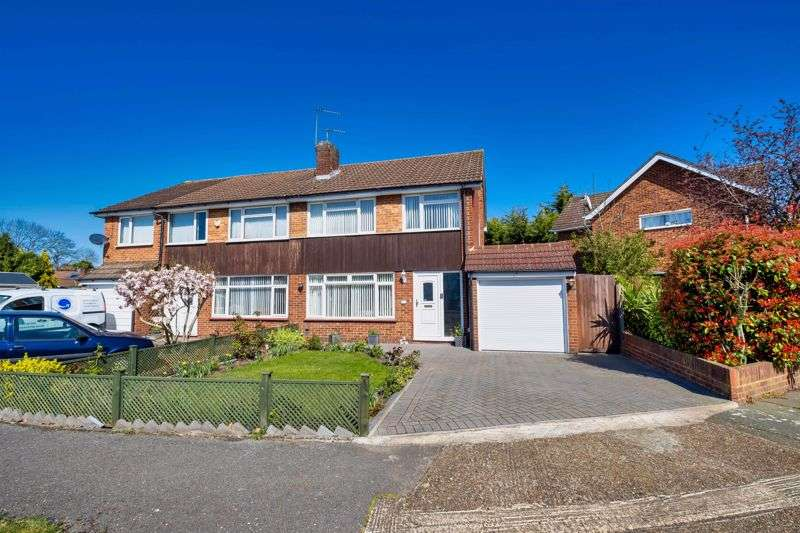 3 Bedrooms Property for sale in Oak Grove, Sunbury-On-Thames