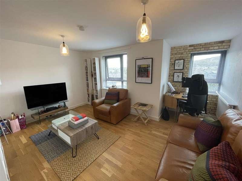 1 Bedroom Flat for sale in Kings Head Hill, London