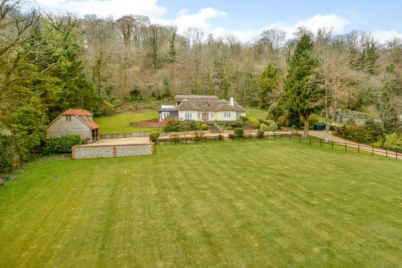 4 Bedrooms Detached House for sale in Hambledon, Hampshire