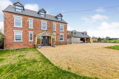 6 Bedrooms Detached House for sale in Byley Lane, Cranage, Middlewich, Cheshire