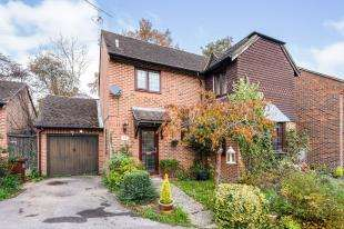 3 Bedrooms Detached House for sale in Mill Rise, Robertsbridge, East Sussex, .