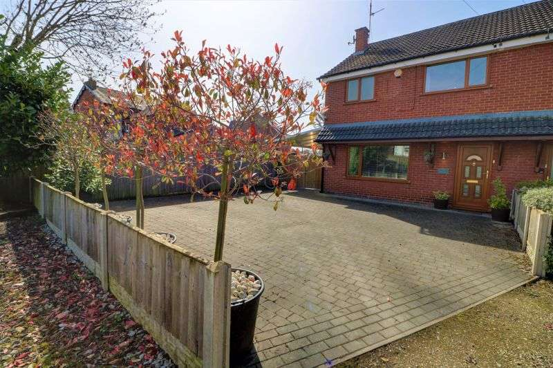 3 Bedrooms Property for sale in Halls Place, Northwich, CW9