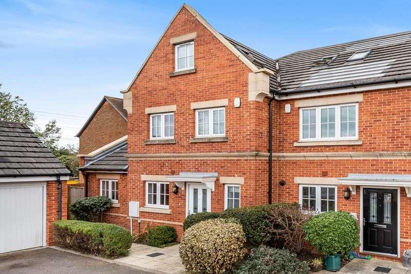 4 Bedrooms End Of Terrace House for sale in Derisley Close, Byfleet, Surrey, KT14