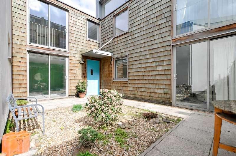 3 Bedrooms Terraced House for sale in Allen Road, London
