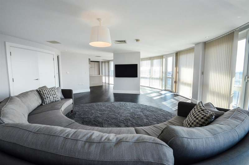 3 Bedrooms Penthouse Flat for rent in Marco Island, Nottingham