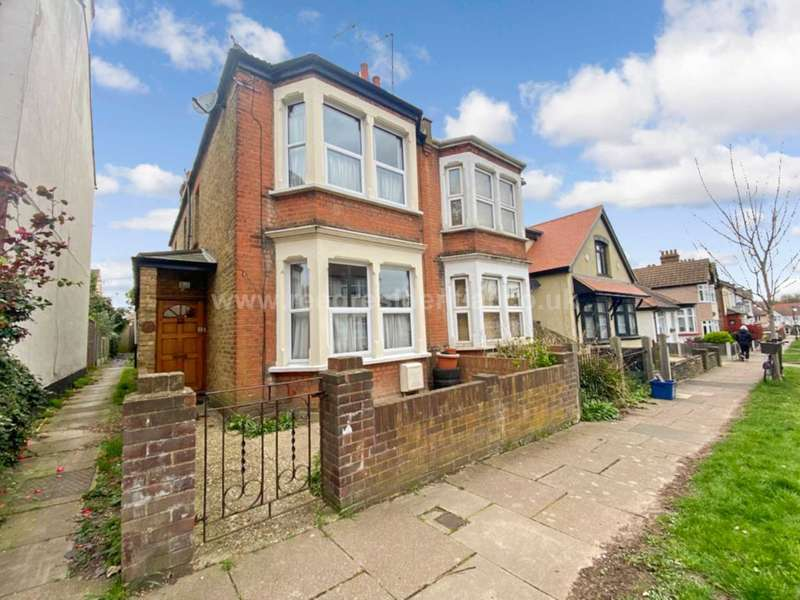 3 Bedrooms Semi Detached House for sale in Sandown Ave, Westcliff On Sea