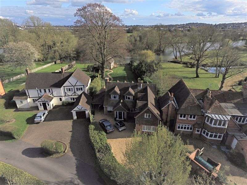4 Bedrooms Property for sale in The Warren, Reading