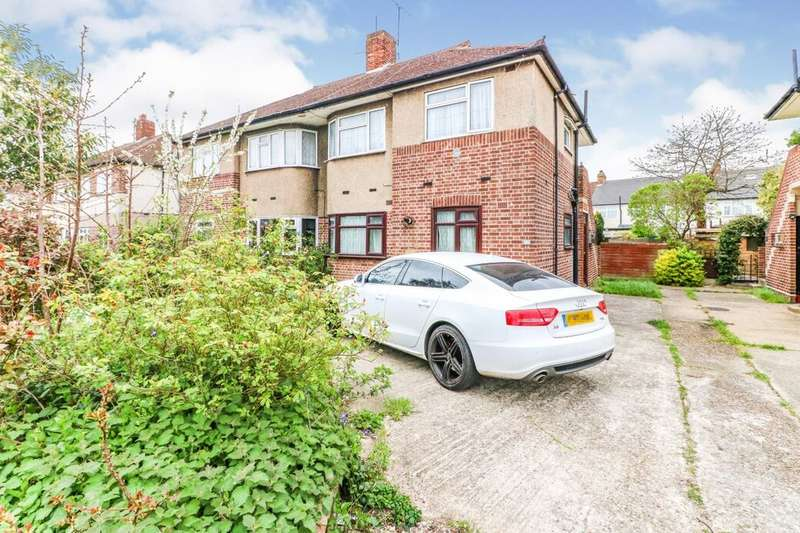2 Bedrooms Flat for sale in Fullwell Avenue, Ilford, IG5