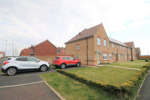 3 Bedrooms End Of Terrace House for sale in Fairwater Close, Fleetwood, FY7