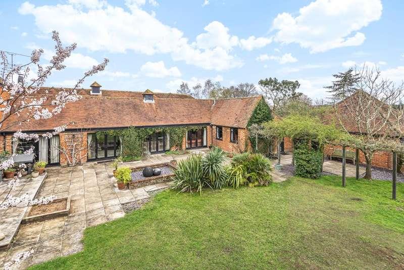 5 Bedrooms Detached House for sale in Hurst, Berkshire, RG10