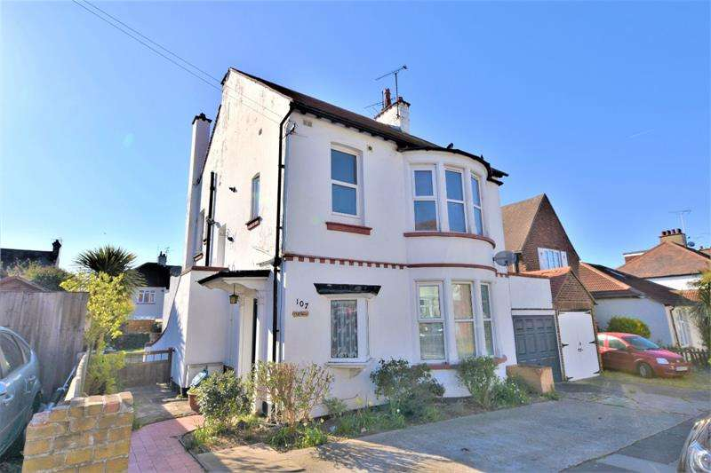 2 Bedrooms Apartment Flat for sale in Hildaville Drive, Westcliff-on-Sea, Essex, SS0