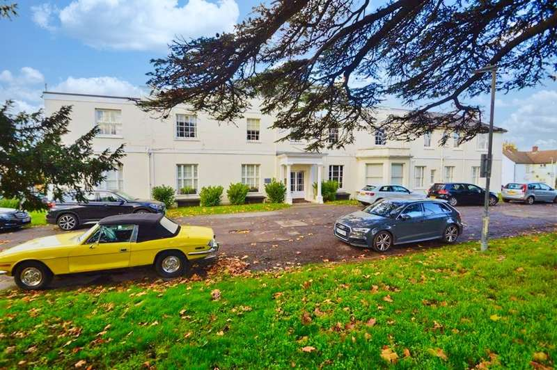 2 Bedrooms Ground Flat for sale in Chigwell Road, Woodford Green