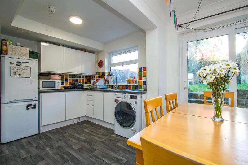 7 Bedrooms House for rent in Totland Road, Brighton