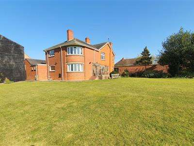 4 Bedrooms Detached House for sale in Forest Road, Hartwell, Northampton