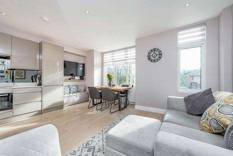 2 Bedrooms Flat for sale in Church Lane, London SW17