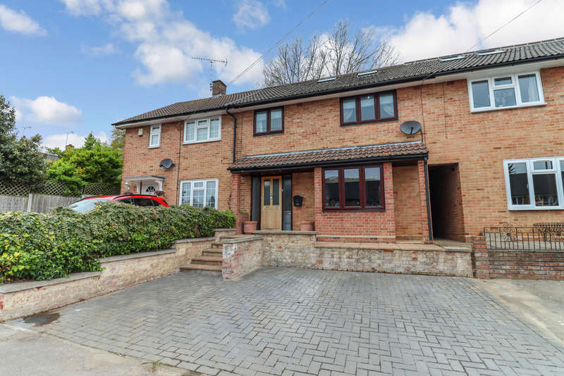 4 Bedrooms Terraced House for sale in Knights Way, Brentwood