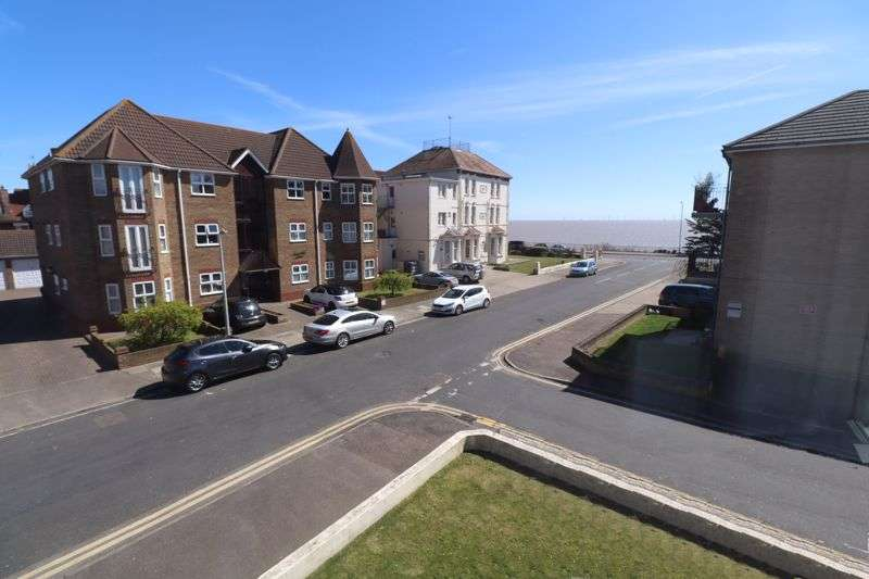 2 Bedrooms Property for sale in Surrey Court, Harold Road, Clacton-On-Sea