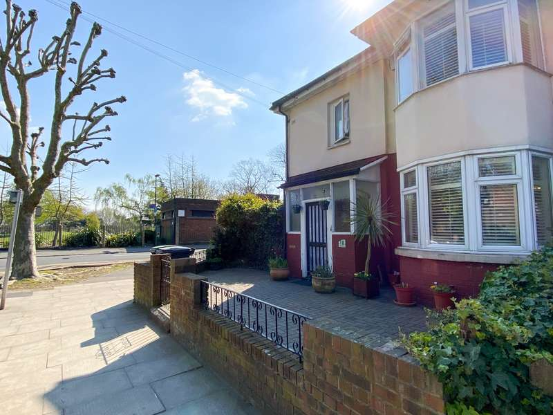 3 Bedrooms Property for sale in All Hallows Road N17