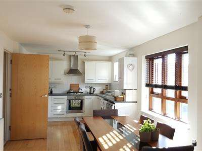 2 Bedrooms Apartment Flat for sale in Carlton Drive, London