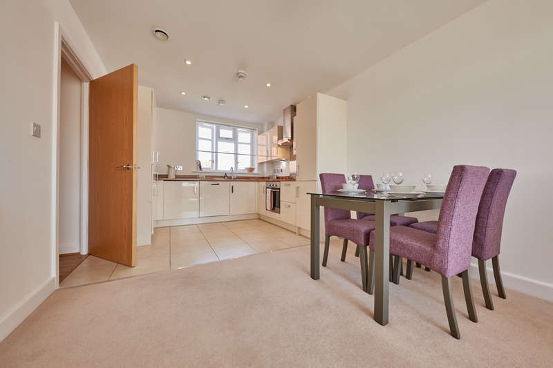 2 Bedrooms Flat for sale in Mary Munnion Quarter, St John's Apartments, Chelmsford CM2