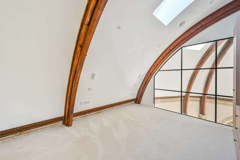 3 Bedrooms Flat for rent in St Barnabas, N12, Woodside Park, N12