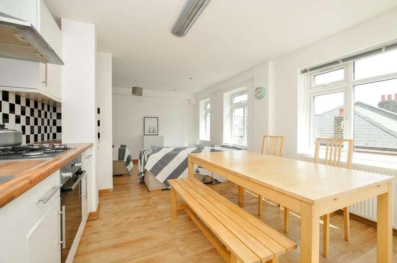 3 Bedrooms Flat for sale in Windus Road, Stoke Newington, London
