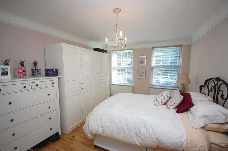 3 Bedrooms Property for sale in Queensborough Court, North Circular Road, Finchley N3