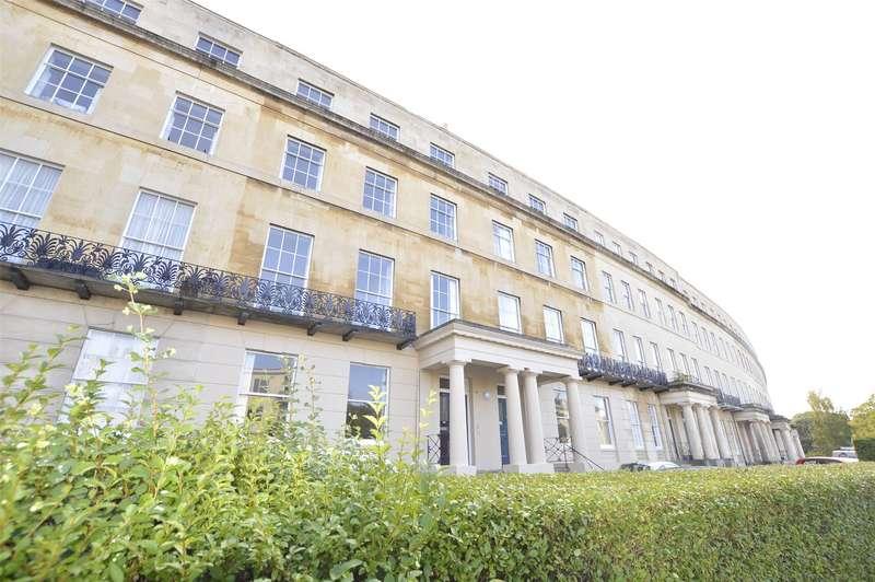 2 Bedrooms Flat for sale in Lansdown Crescent, CHELTENHAM, Gloucestershire, GL50