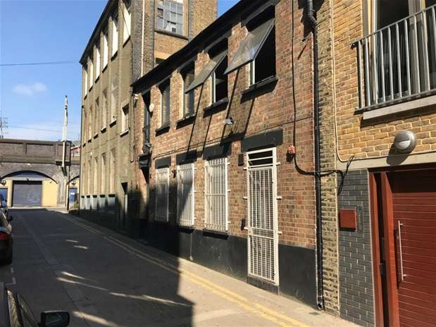 Commercial Property for rent in Fortescue Avenue, Hackney