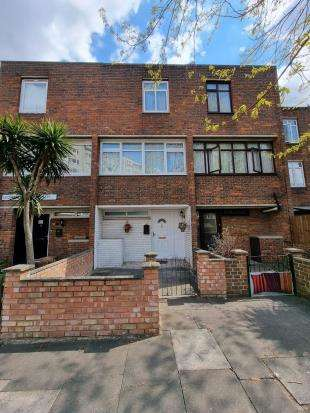 3 Bedrooms Terraced House for sale in Leonard Robbins Path, Thamesmead, London
