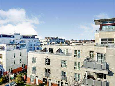 3 Bedrooms Flat for sale in Watkin Road, Leicester