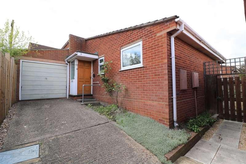 2 Bedrooms Detached Bungalow for sale in Wealden Way, Tilehurst, Reading