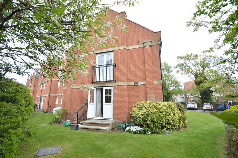 2 Bedrooms Ground Flat for sale in Rosemary Lane, Riverside Court