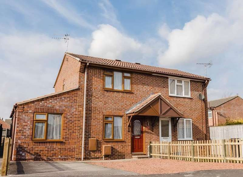 3 Bedrooms Semi Detached House for sale in Alexander Drive, Louth, Lincolnshire, LN11