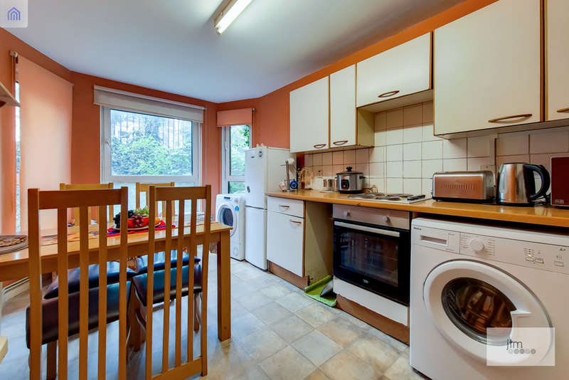 2 Bedrooms Flat for sale in St Johns Grove, London