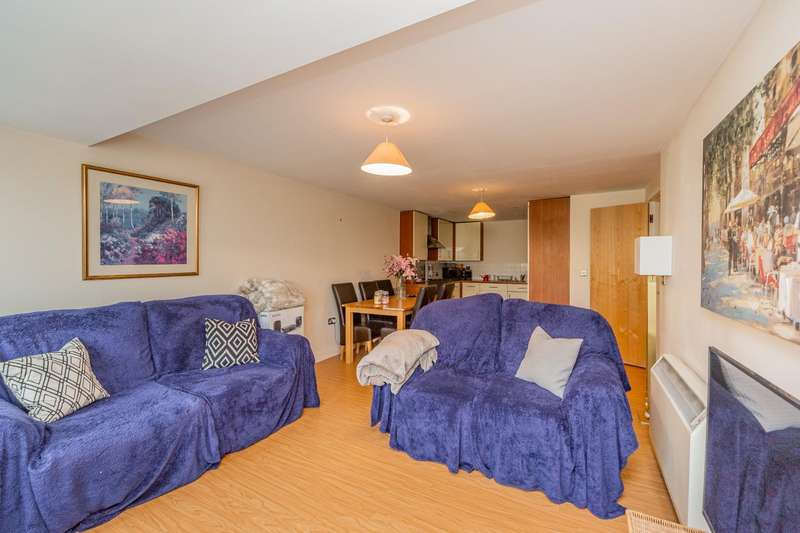 2 Bedrooms Apartment Flat for sale in Knighton Park Road, Leicester