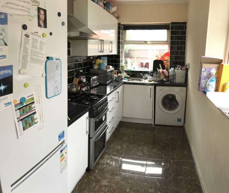 3 Bedrooms Semi Detached House for rent in Parsonage Road, Withington